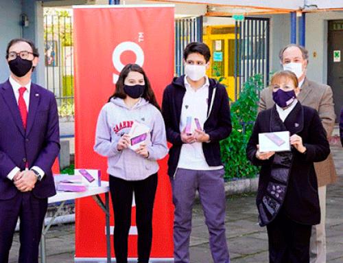 MINEDUC y CPC anuncian entrega de 16.500 tablets a estudiantes técnicos más vulnerables del país